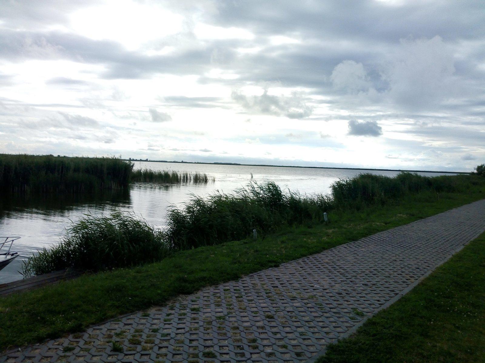 Widok na Zalew Wiślany ze stanicy wodnej w Nadbrzeżu